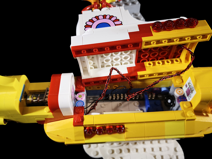 Review LED Light for LEGO 21306 The Yellow Submarine13 - Bricks Delight